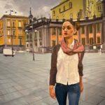 Ragazza a Piazza Dante_Olio su tela_100 x 80 cm_2019